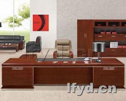 天津办公家具提供生产胡桃色老板台效果图