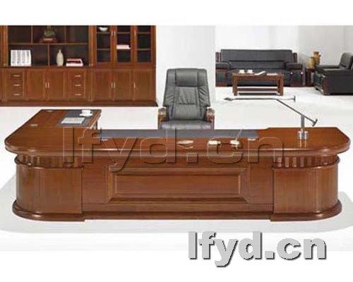 天津办公家具提供生产胡桃色老板台样品